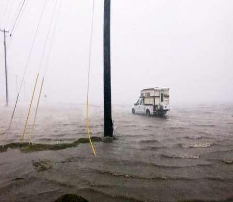 Τυφώνας Χάρβεϊ: Καταστρέφει τα πάντα στο πέρασμά του. Συγκλονιστική μαρτυρία Έλληνα.